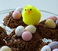 Easter chick and nests (200)